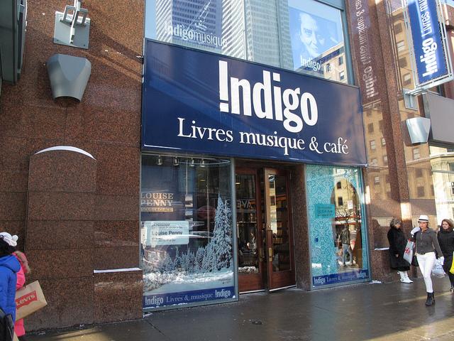 indigo-montreal