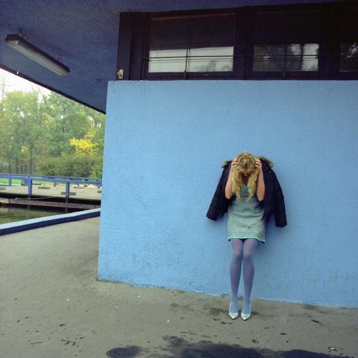 Sylwia Kowalczyk Chicas Blue wall